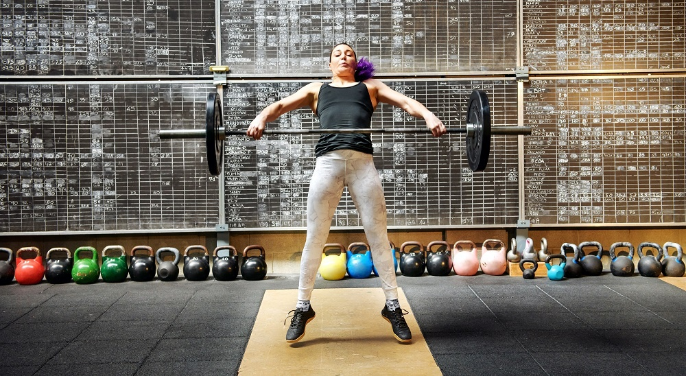 woman snatching weight